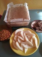 Gâteau aux poies, noisettes torréfiées et pralinoise 026