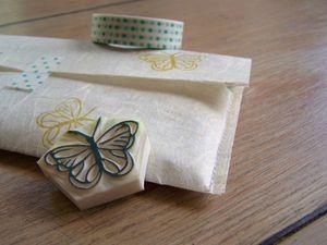 étui et stamps papillon