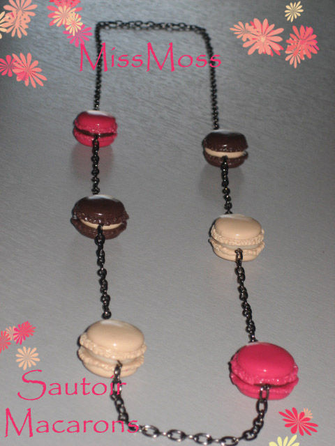 Macarons sautoir fruits-rouges,chocolat