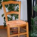chaise rempaillée avec du tissus