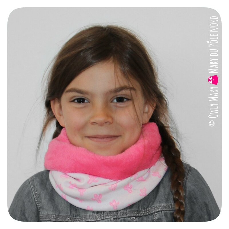 PH2016-09-21_017-owly-mary-du-pole-nord-fait-main-snood-tour-de-cou-enfant-flamant-rose-motif-pois-fuchsia-cactus-fushia-fille