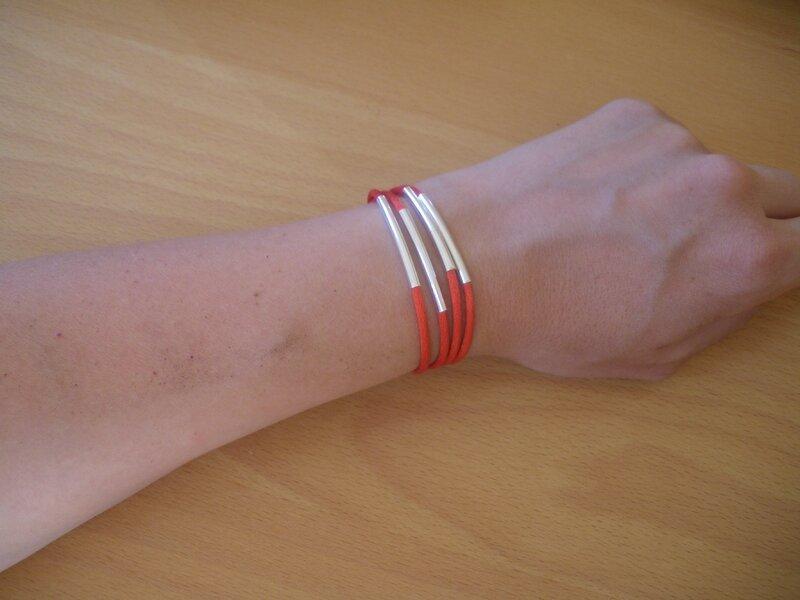 Bracelet rouge (2)