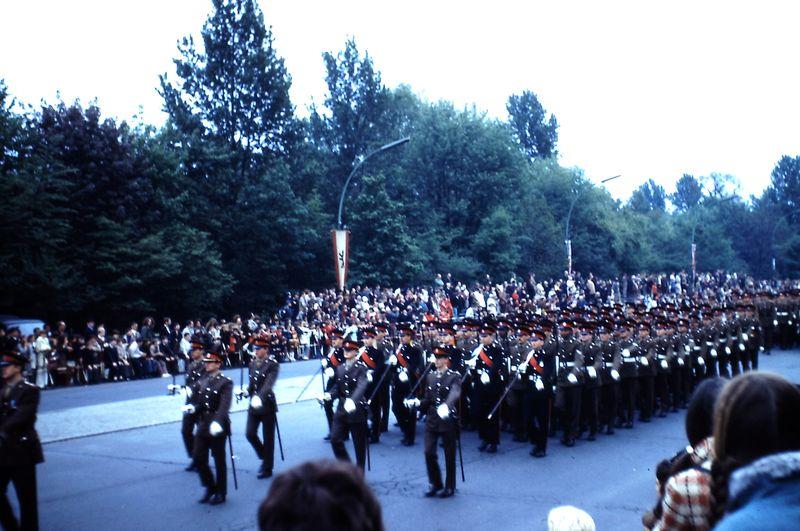 048 Défil-Inter-Alliés Berlin 13-05-1972 GB 1° Bataillon du 22° (Cheshire) Régiment avec Musique et Tambours