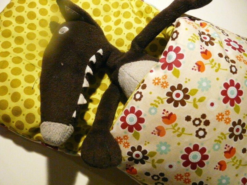 tutoriel un sac de couchage pour doudou ou poup e mes. Black Bedroom Furniture Sets. Home Design Ideas