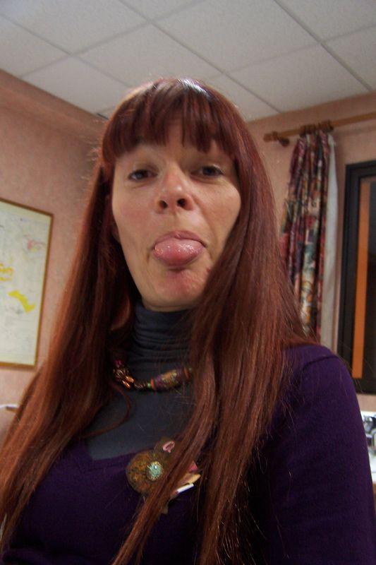 Agnès.... en a marre d'être photographiée ?!? il faut assumer lorsqu'on est une star, ma chère :)