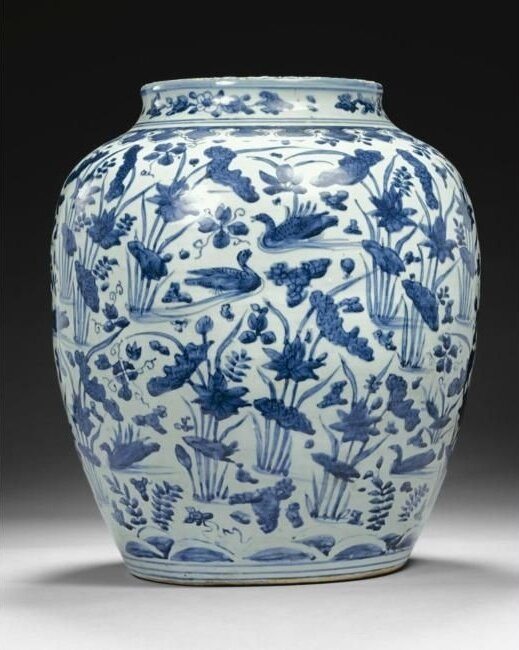 A large blue and white 'lotus pond' jar, Ming dynasty, Wanli period (1573-1620)