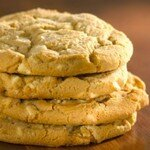 Giant_White_Chocolate___Macademia_Nut_Cookie