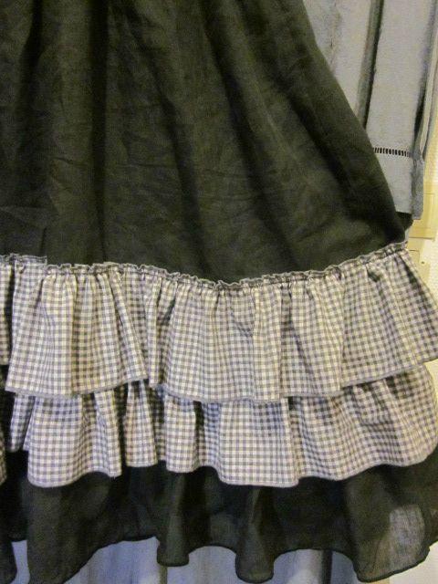 Robe champètre en lin gris antracite à volants en coton gratté gris et parme à petits carreaux - t : 50-52 (7)