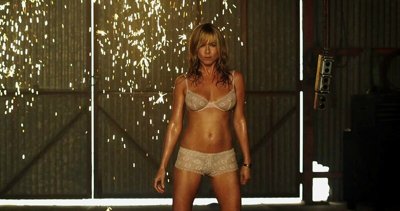Jennifer Aniston dans le rôle de la strip-teaseuse Rose O'Reilly