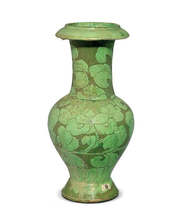 A rare green-glazed Cizhou sgraffiato 'peony' vase, Northern Song-Jin dynasty, 12th century