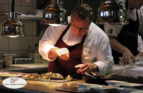 AGEN_LA_TABLE_dARMANDIE_de_Michel_Dussau_le_chef_en_cuisine__