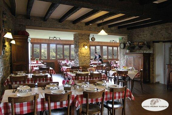 CUREMONTE_restaurant_LA_BARBACANE_de_Marlene_et_Jerome_Miquel_salle_du_restaurant_