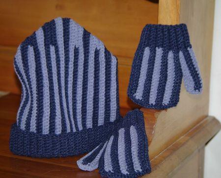 Bonnet et moufles au crochet