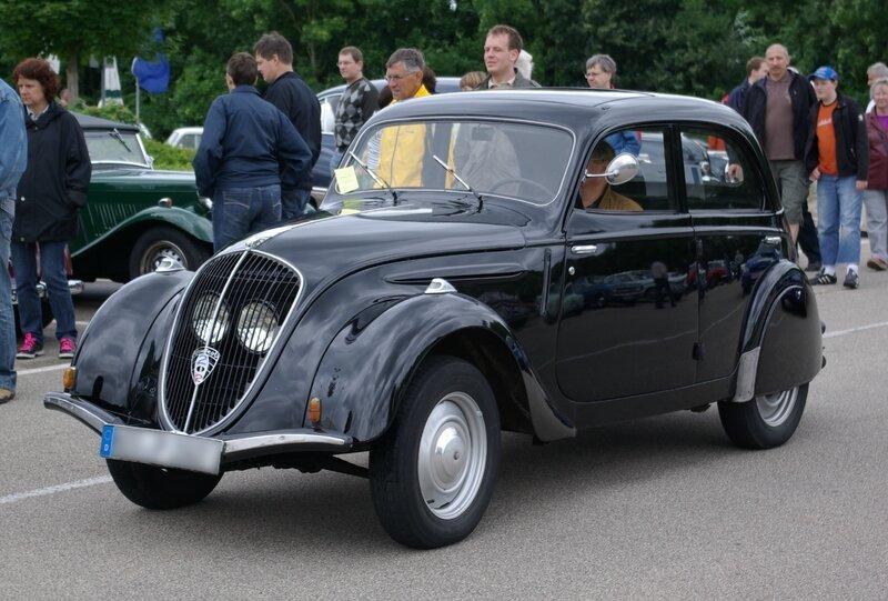 Peugeot_202_BW_1