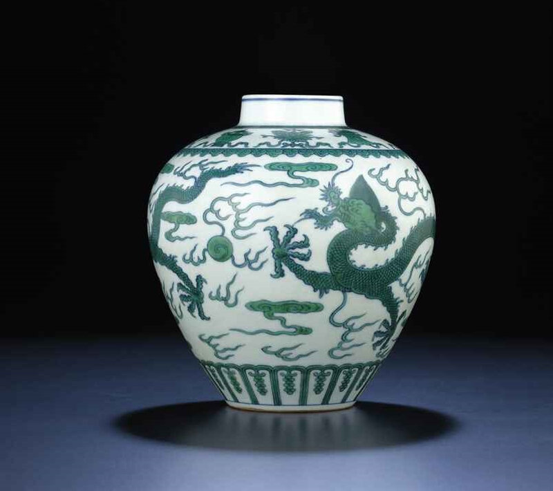 A fine green-enamelled 'dragon' jar, Qianlong six-character sealmark and of the period (1736-1795