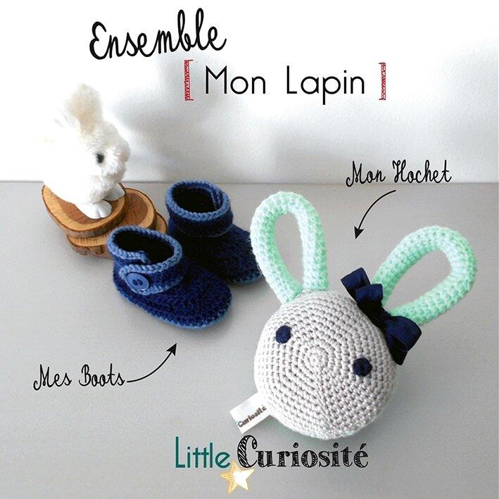 Ensemble bébé Naissance - Hochet Lapin [ aux grandes oreilles ] + Boots marines, au Crochet - Kidsroom - Handmade in France - ©Little Curiosité