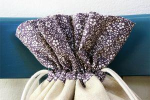 pochon fleurs violet zoom