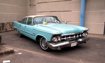 Imperial_4door_sedan_de_1959__23_me_Salon_Champenois_du_v_hicule_de_collection__01
