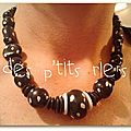 collier noir points blancs
