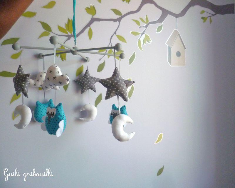 nouveaux les petits mobiles hiboux en bleu et rose guili gribouilli. Black Bedroom Furniture Sets. Home Design Ideas