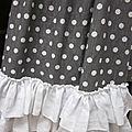 Manteau BERENICE en lin gris à pois blancs orné de 3 volants de lin blanc au bas du manteau (1)