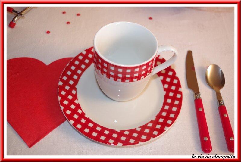 table petit déj rouge et blanche-4