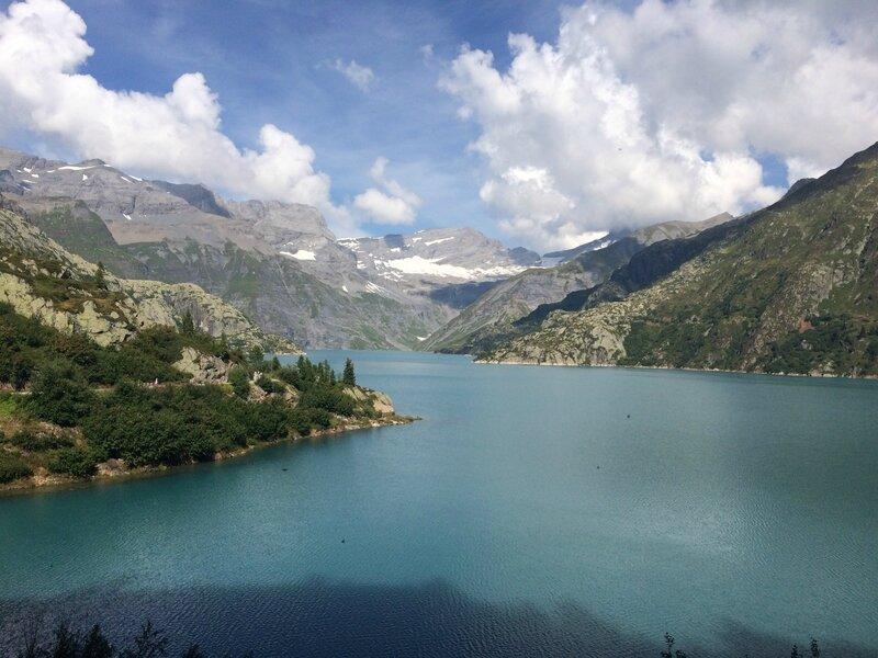 le lac d'Emosson et les montagnes suisses