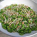 Plat complet : fèves fraîches, pâtes et pignons en poêlée