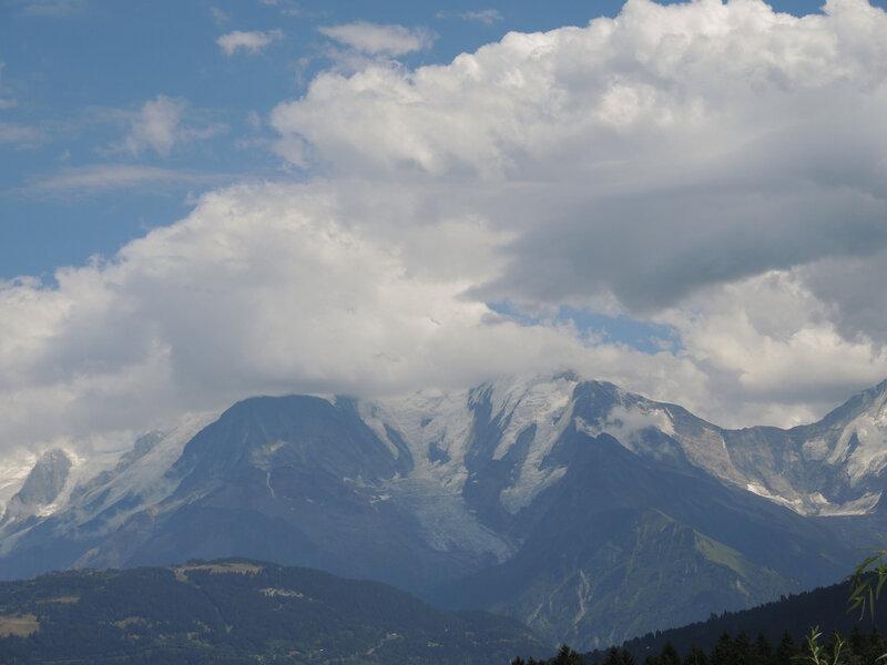 Cordon, Mont Blanc dans les nuages (74)