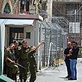 Palestine occupée : trois palestiniens retenus dix heures dans un point de passage avant d'être refoulés