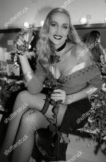 Jerry_Hall-1990-02-01-london-lyric_theatre-Bus_Stop-backstage-1-1