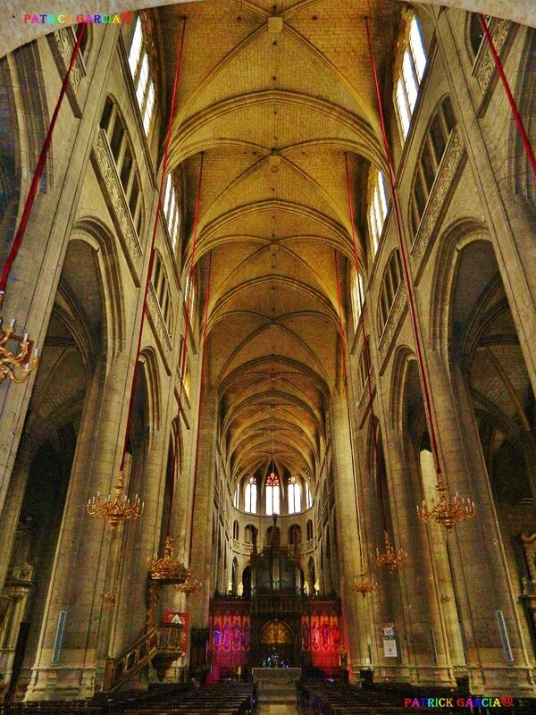 AUCH CATHEDRALE INT 852 copie