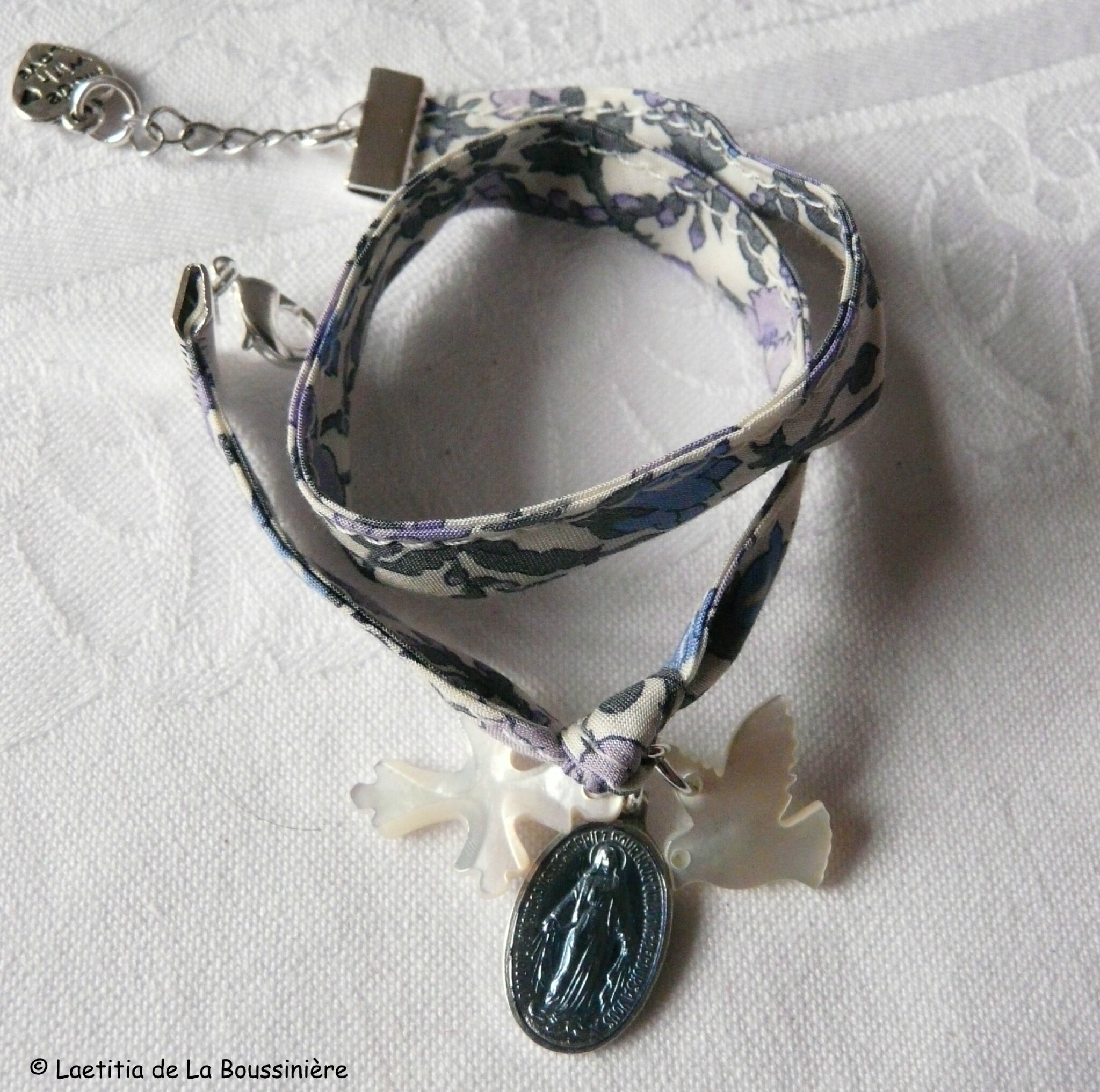 Bracelet de l'Annonciation (sur ruban Meadow parme)