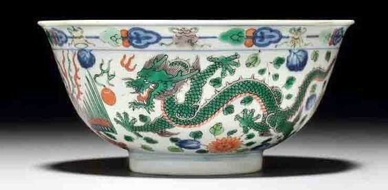 A wucai 'dragon and phoenix' bowl, Qianlong six-character seal mark in underglaze blue and of the period (1736-1795)