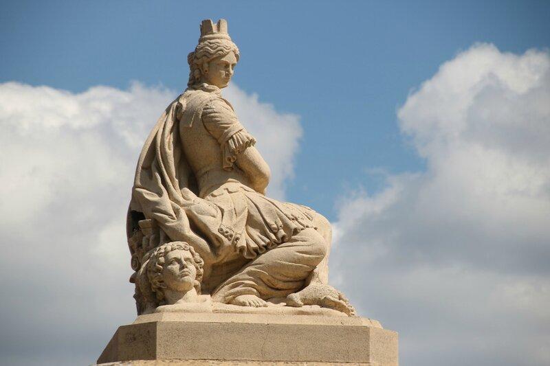 Statue près de la station de métro Saint-Cyprien République