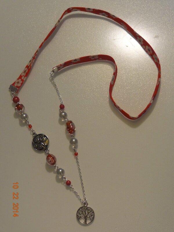 sautoir biais liberty perles verre et métal, tons rouge-fushia
