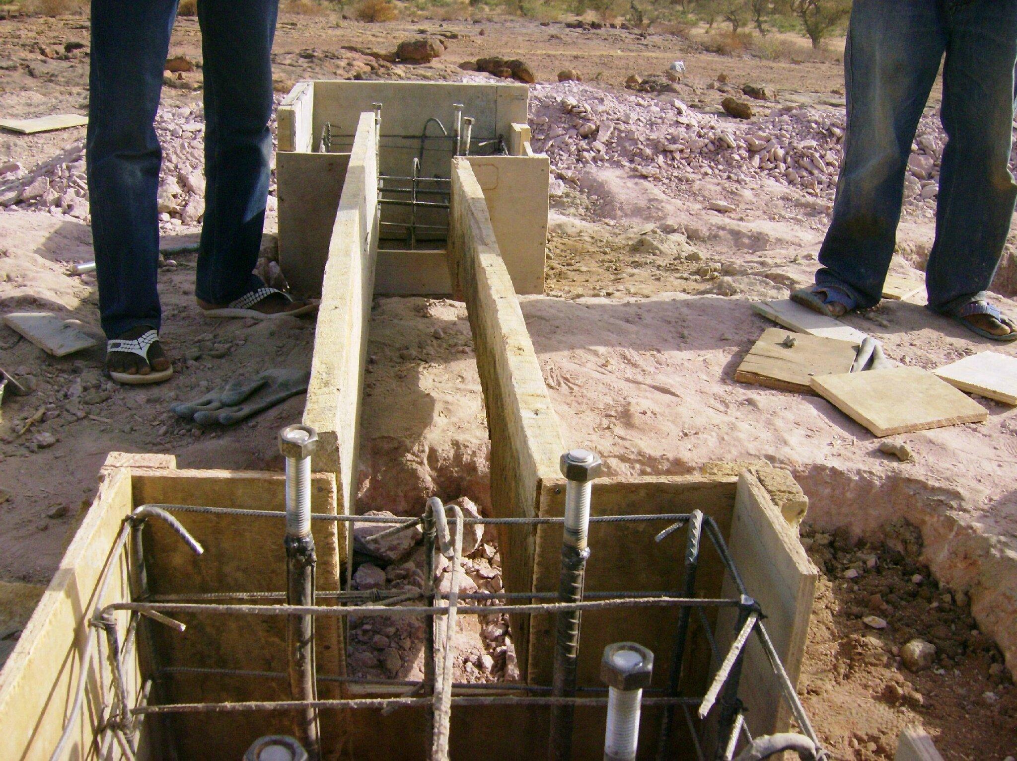 suite de la préparation des fondations du château d'eau (février 2014)