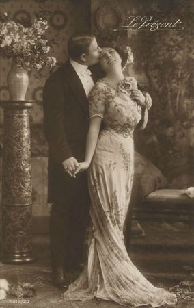 Vintage_romantic_couple_III_by_MementoMori_stock