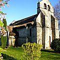 Eglise à toit en chaume