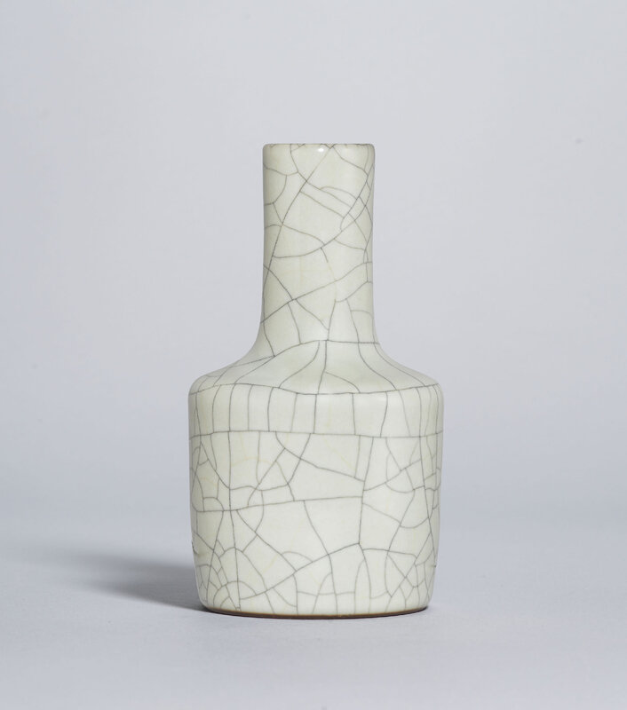 2019_HGK_17741_2901_000(a_fine_and_rare_ge-type_glazed_mallet-form_vase_yongzheng_six-characte)