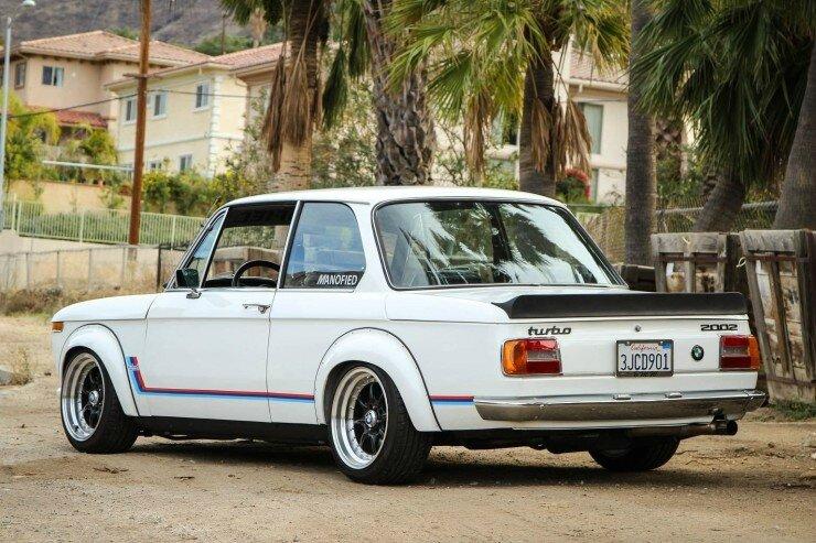 BMW-2002-Turbo-9-740x493