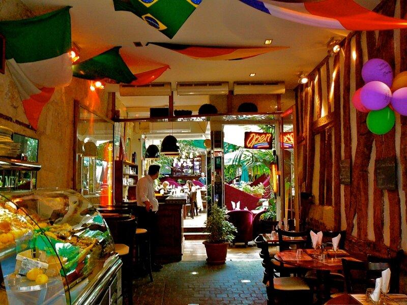 Rue de la Huchette, cuisines du monde.