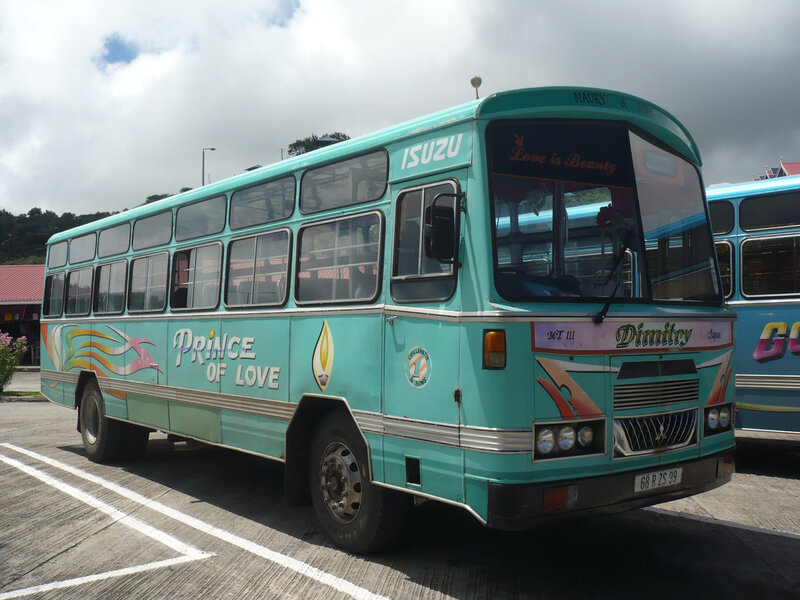 ISUZU autobus Prince of Love Port Mathurin (1)