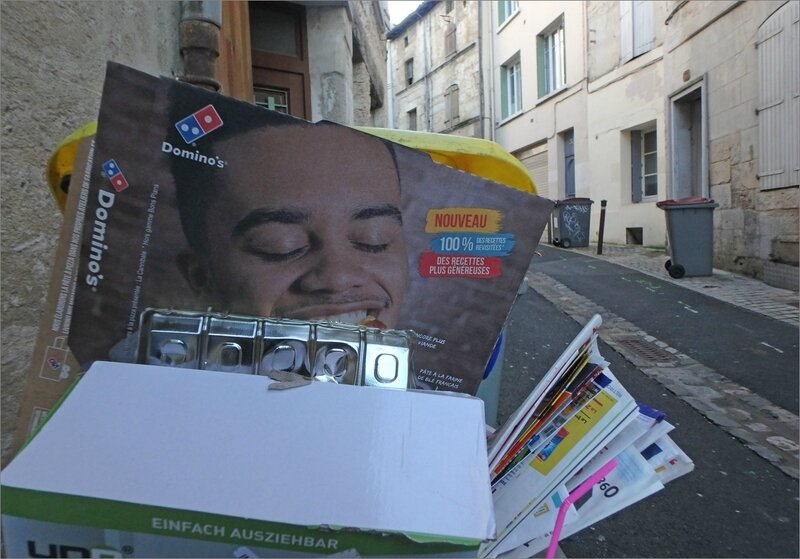 poubelle emballage pizza sourire rue 012018