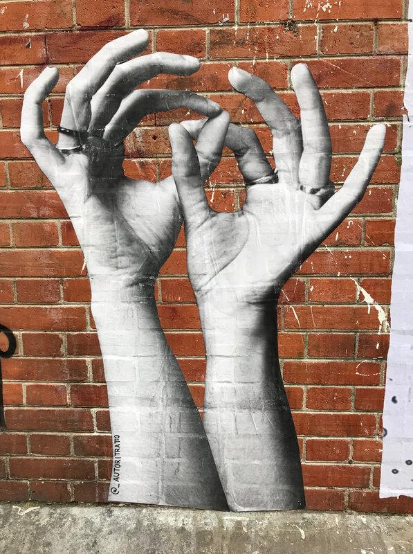 Mains street art