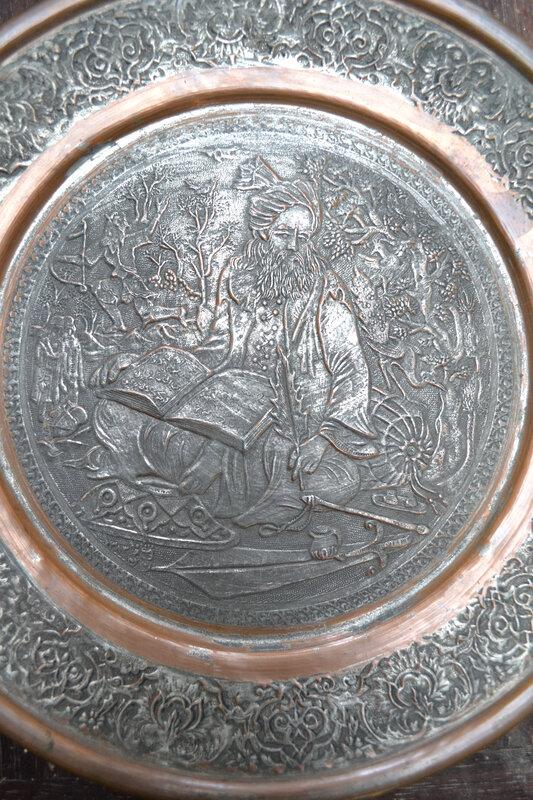 les perses servi sur un plateau iranien en Cuivre Ciselé, Étamé. Ottoman