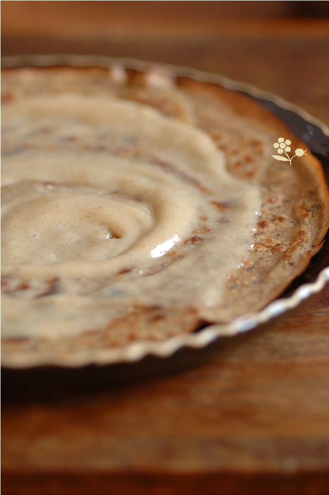 Crêpe rustique & pâte à tartiner banane, pâte d'amande, réglisse