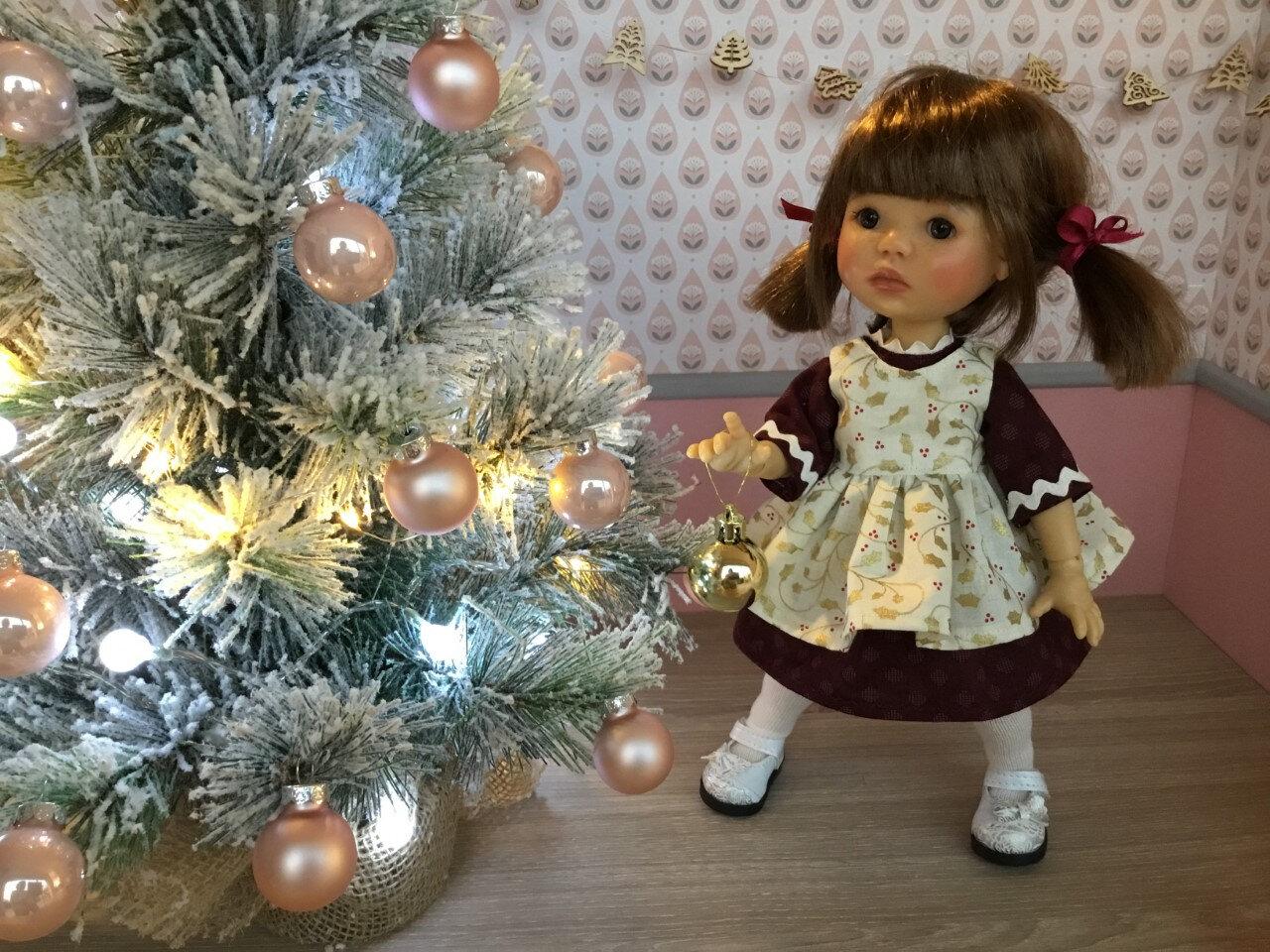 Robe + tablier Noël + chaussettes , Meadow, 16 € et 2,70, plus disponible ( LOU)