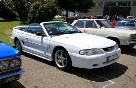 Ford_Mustang_convertible_IV__1994___2004__RegioMotoClassica_2010__01