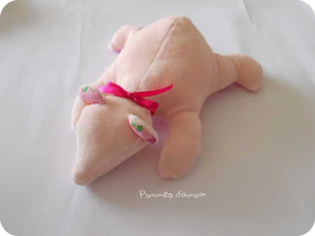 ourson rose rond